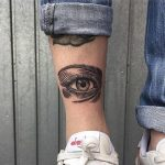 Eye tattoo on the leg 1