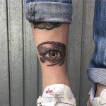 Eye tattoo on the leg 1