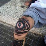 Eye tattoo on the knee