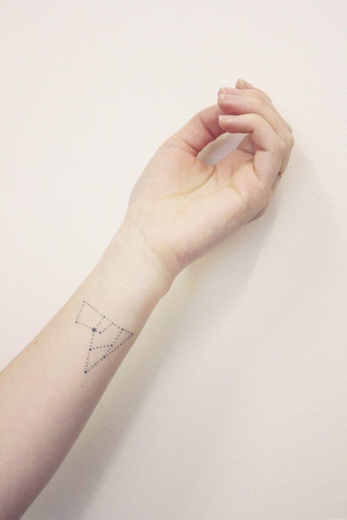 Geometric dotted lines tattoo