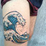 The great wave of kanagawa thigh tattoo