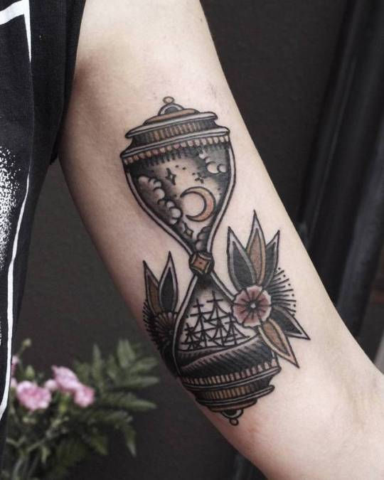 Traditional style hourglass tattoo