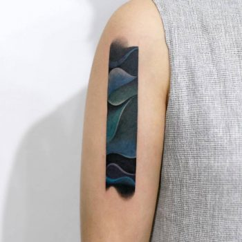 Abstract tattoo on the right upper arm