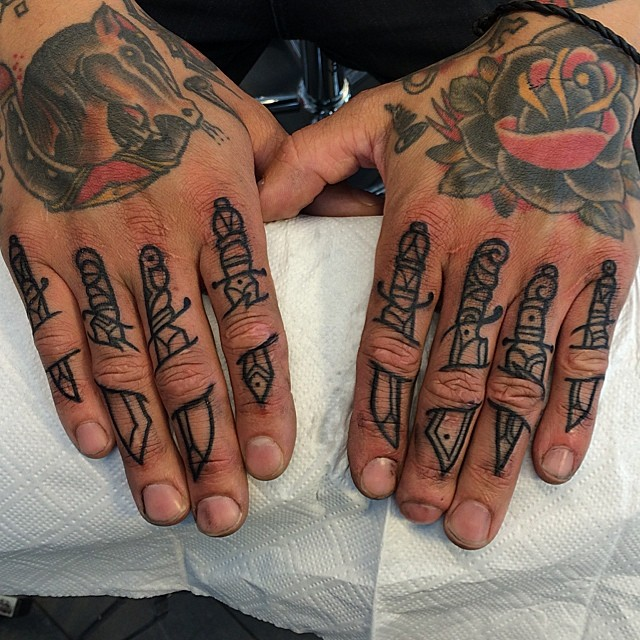 Dagger collection on the fingers