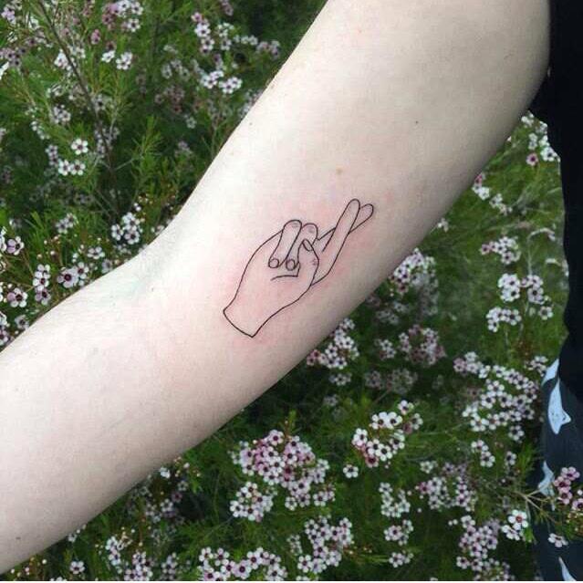 72eec96c1 Fingers crossed minimal tattoo - Tattoogrid.net