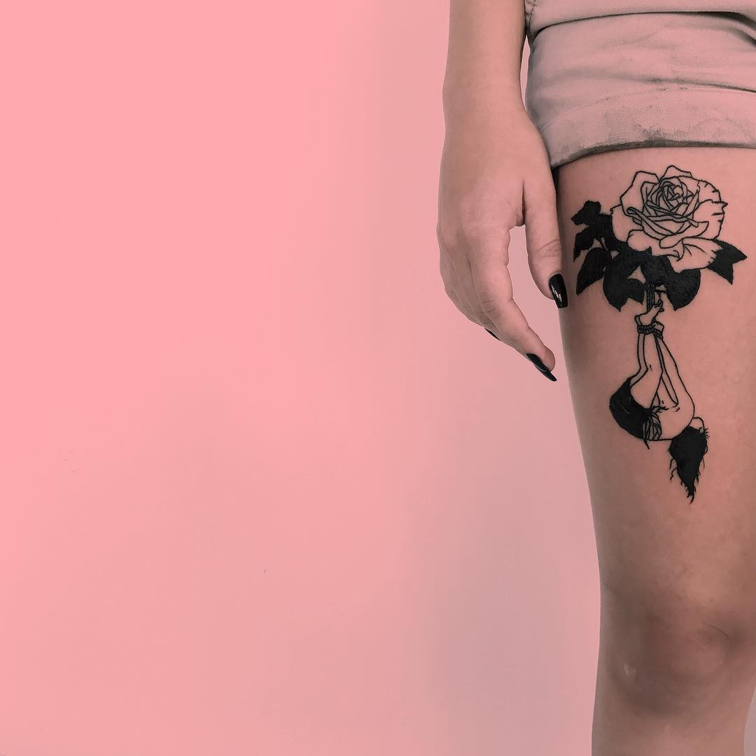 Flower and girl on the thigh