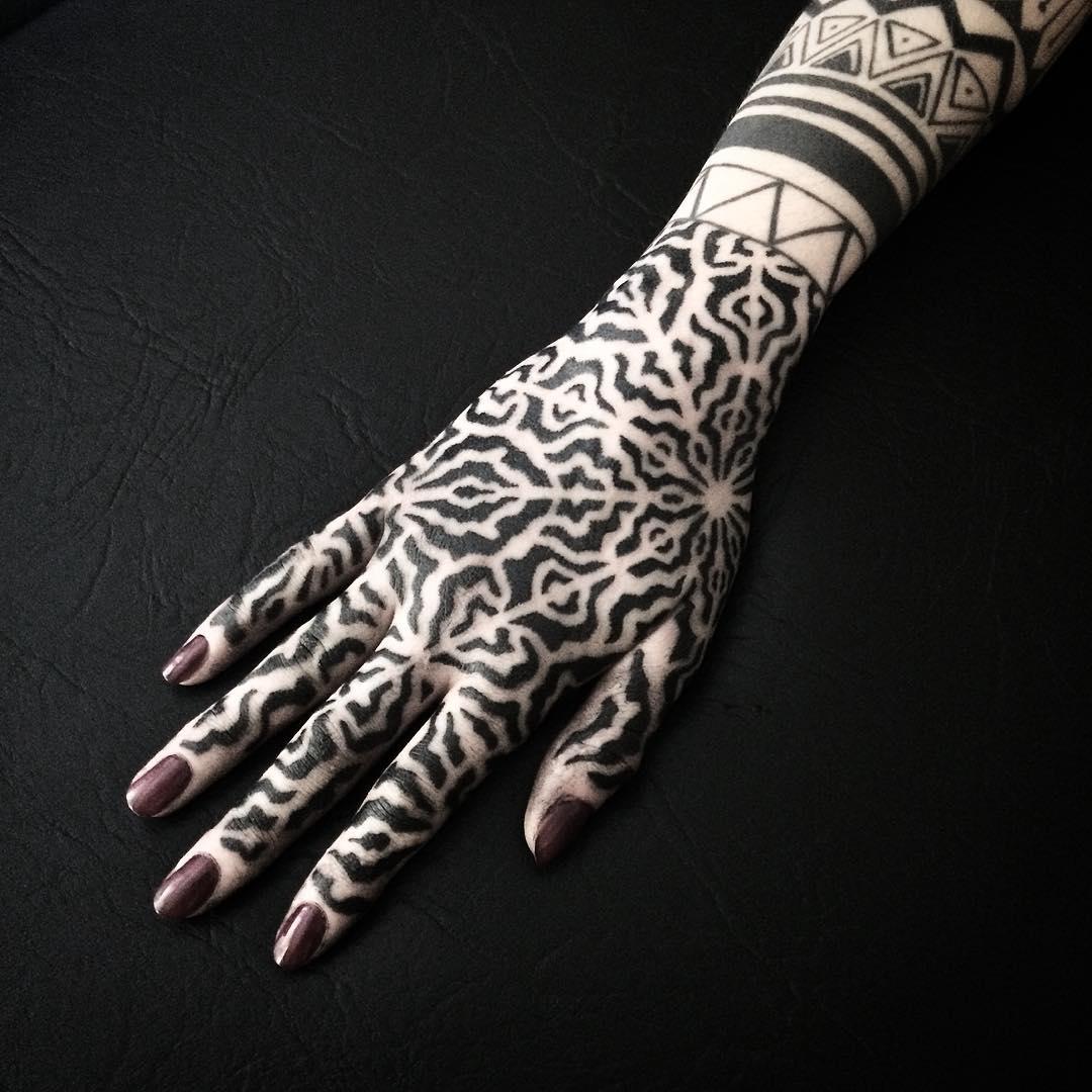 Black ornamental pattern on the hand