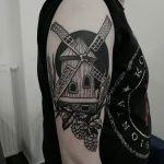 Blackwork mill tattoo