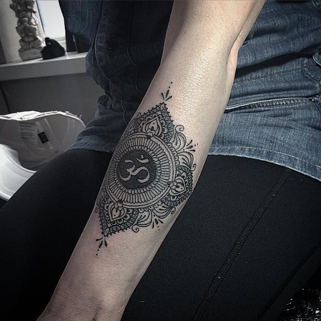 Ornamental om tattoo