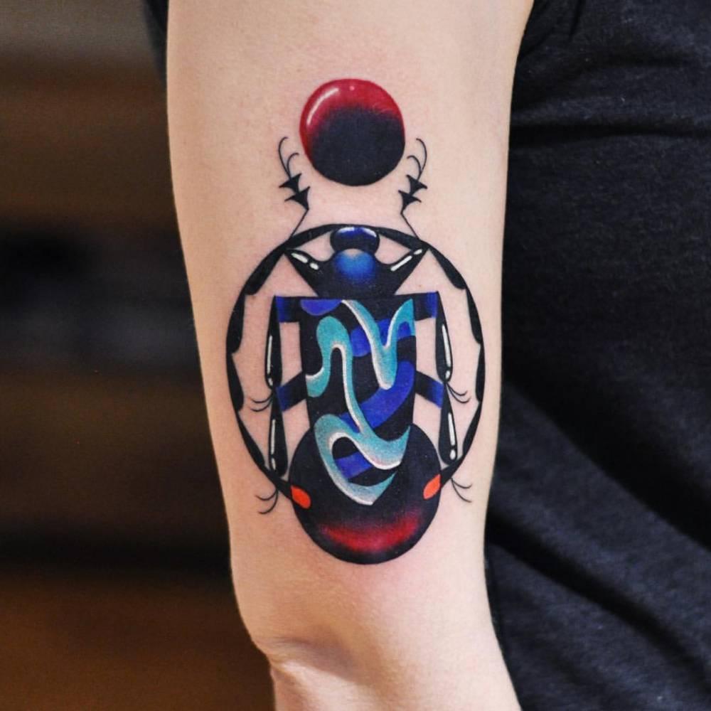 Abstract bug tattoo by david côté