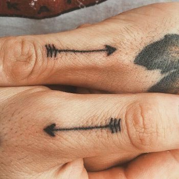 Matching arrows on fingers