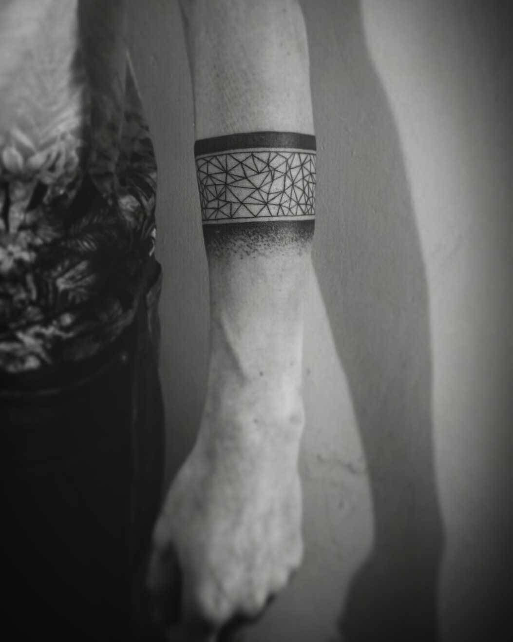 Blackwork geometric armband