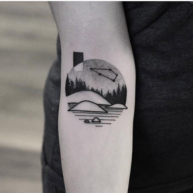 Circular landscape tattoo by wagne rbasei