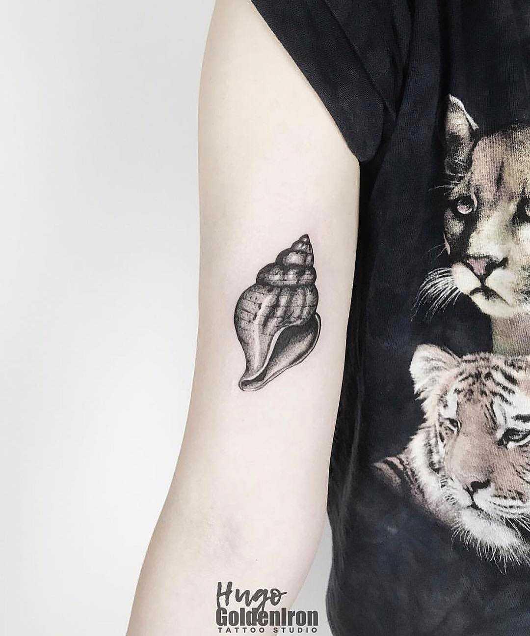 Conch tattoo by hugo
