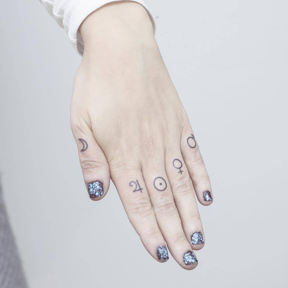 Finger tattoos by nano ponto a ponto