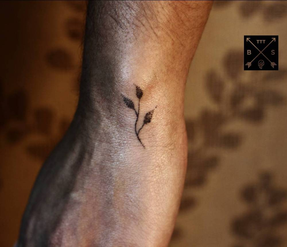 Small branch tattoo by thiago corrêa