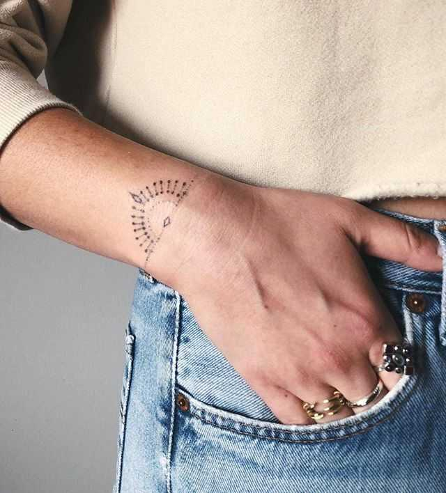Sunset bracelet tattoo by rosa bluestone