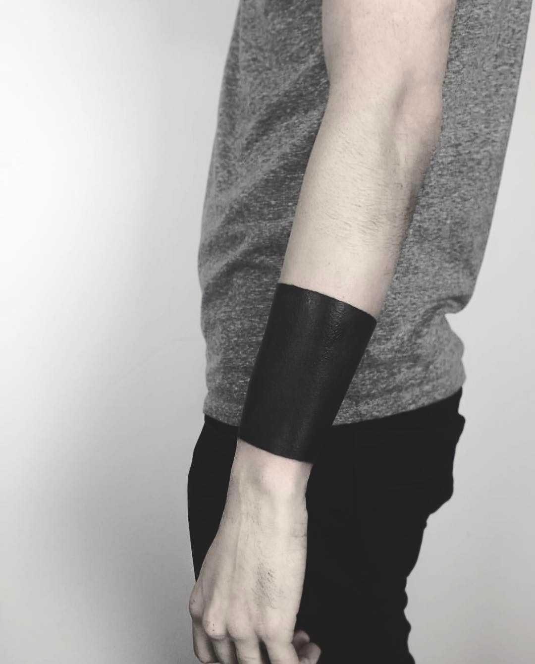 Black cuff tattoo by Vera