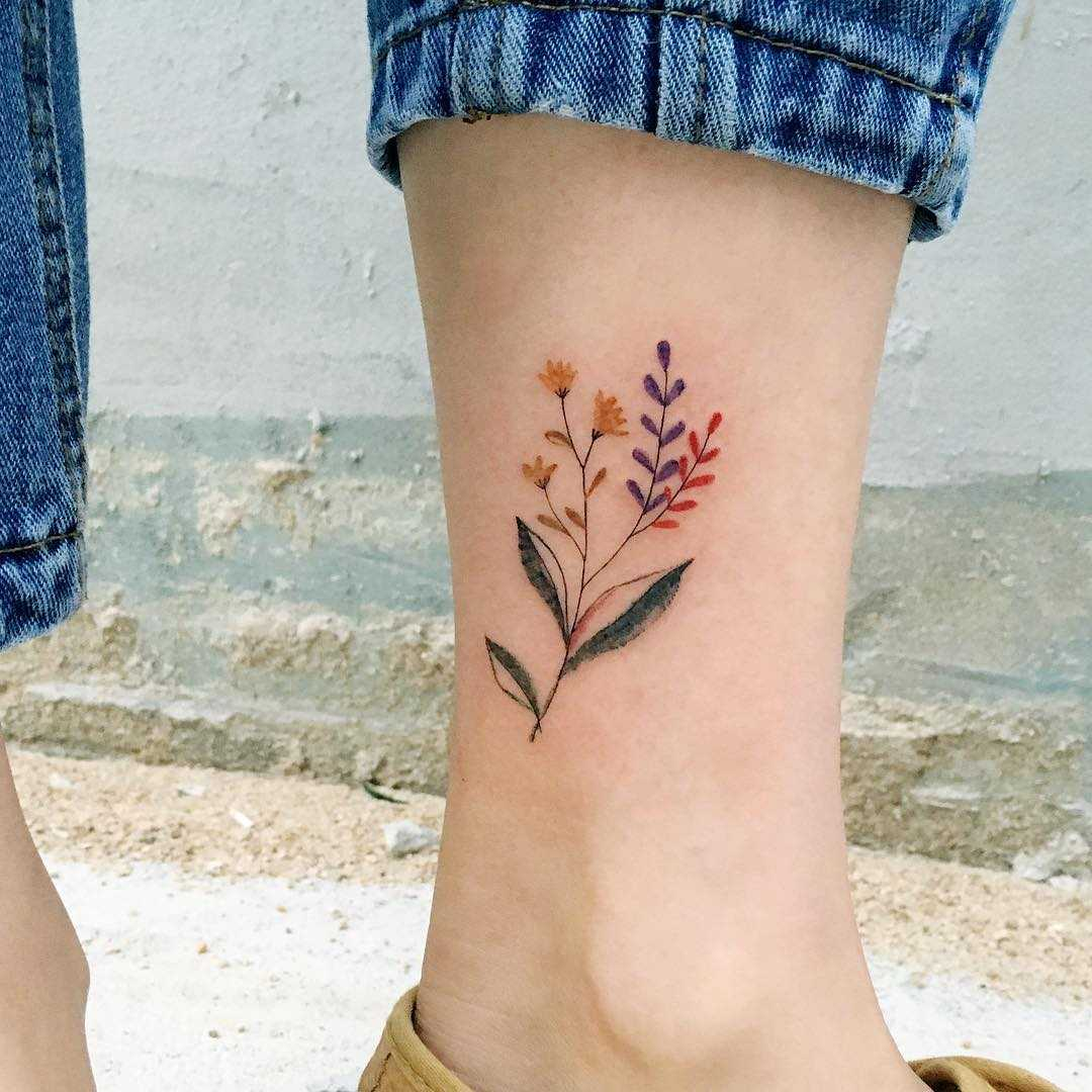 Delicate flowers on the left ankle