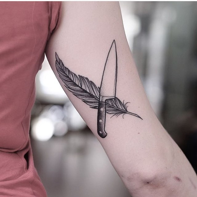 Feather and knife tattoo by Jonas Ribeiro