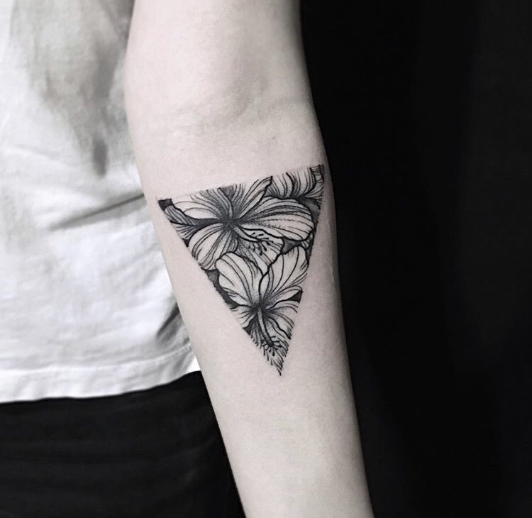 Floral triangle by dary lis
