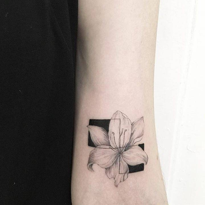 Flower tattoo by luiza oliveir