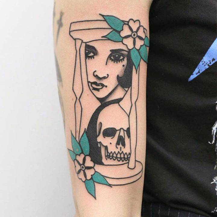 Hourglass with face and skull