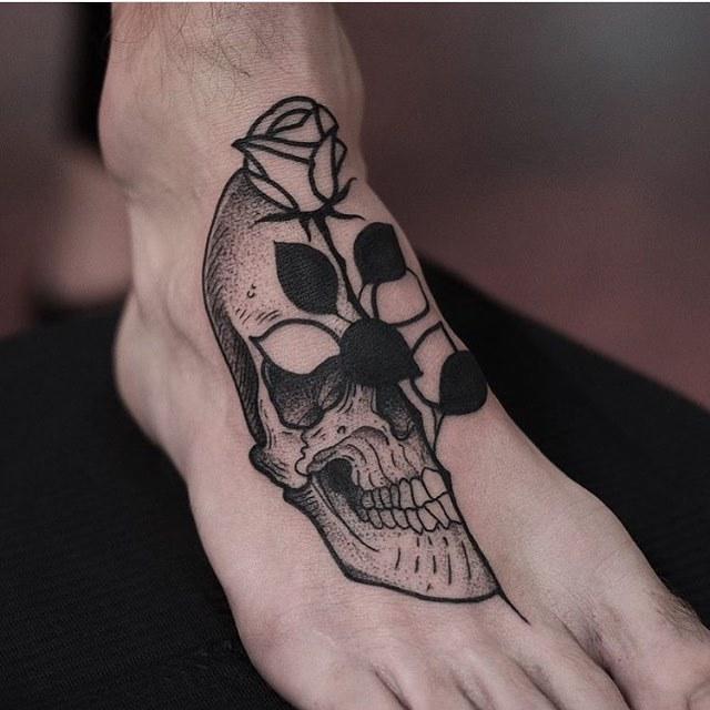 Skull and rose tattoo on the foot by Jonas Ribeiro