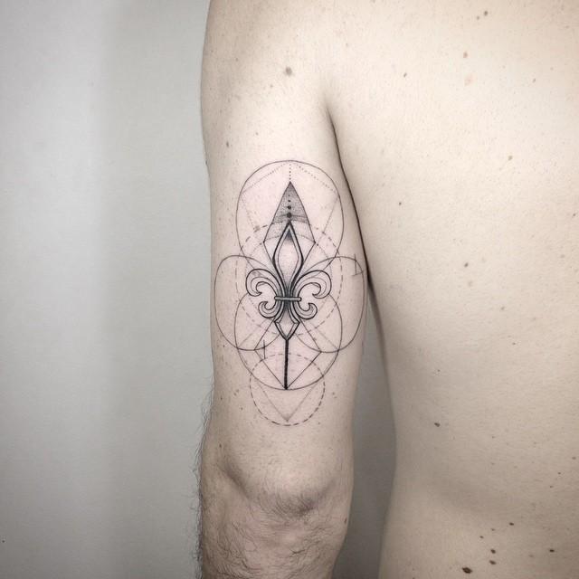 Fleur-de-lis tattoo by Daniel Matsumoto