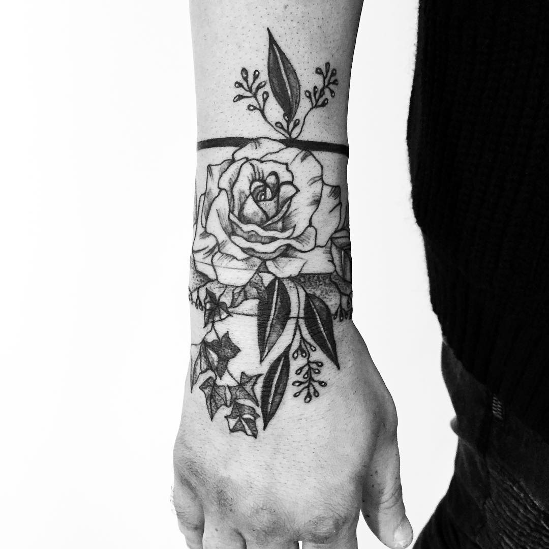Gorgeous flower tattoo on the right hand
