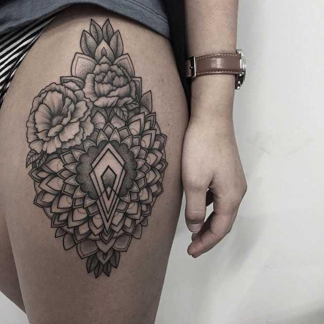 Mandala and flowers by Sasha Tattooing
