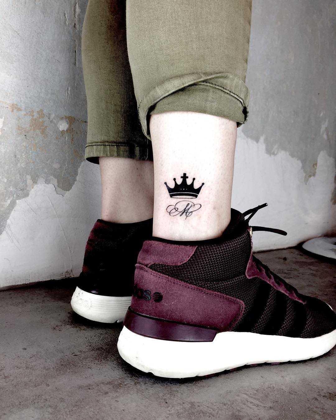 Small crown tattoo done by Nerdy Match Loredana