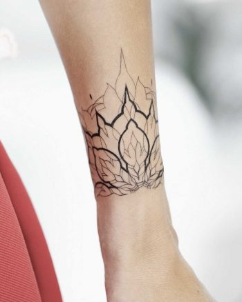 Wonderful ornamental piece on the wrist