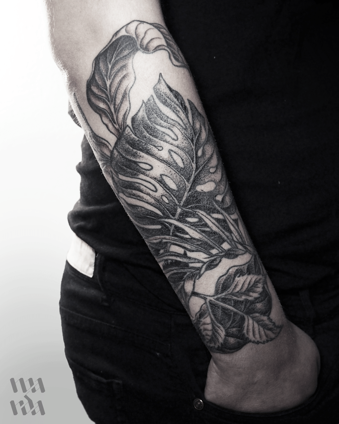 Blackwork leaves by Warda Tattoo