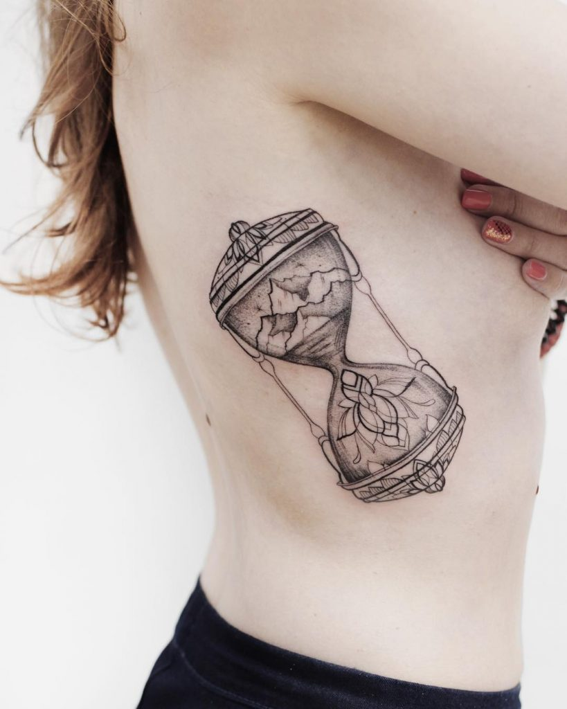 Hourglass on the right rib cage