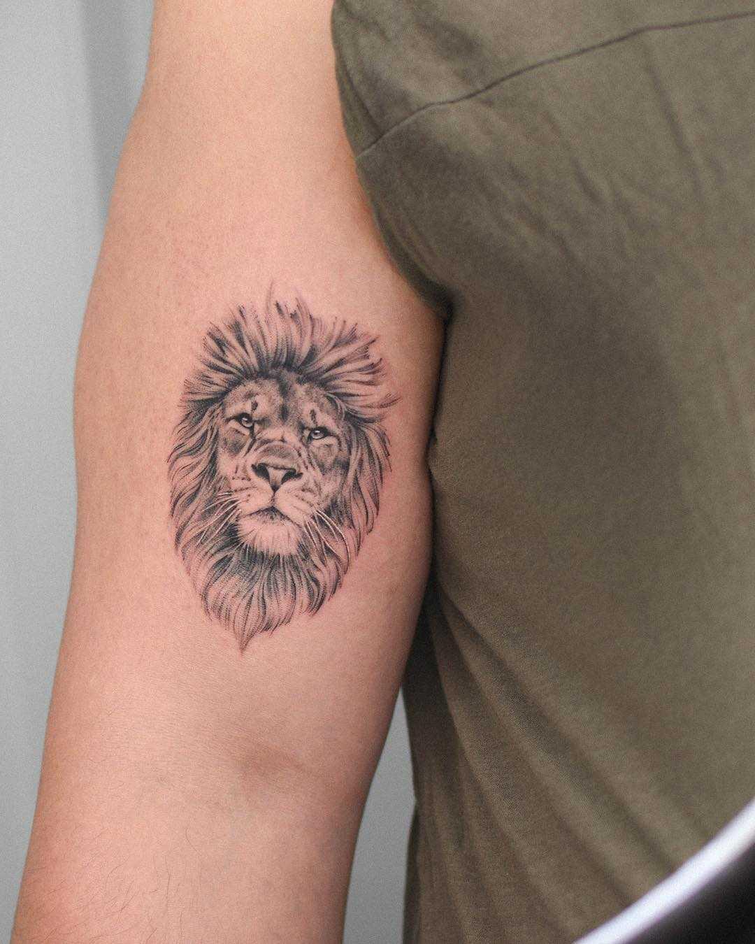 Hyper realistic lion tattoo