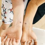 Matching Aquarius symbols by Cholo