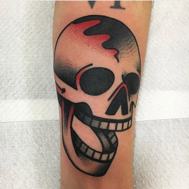 Old-school skull tattoo by Jeroen Van Dijk