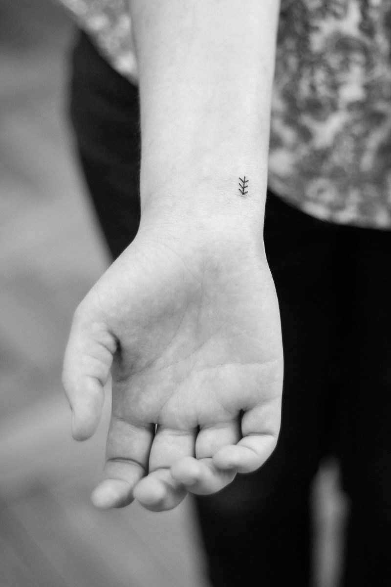 Tiny arrow by Dogma Noir