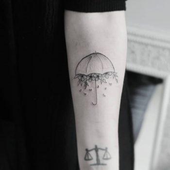 Umbrella on the left forearm