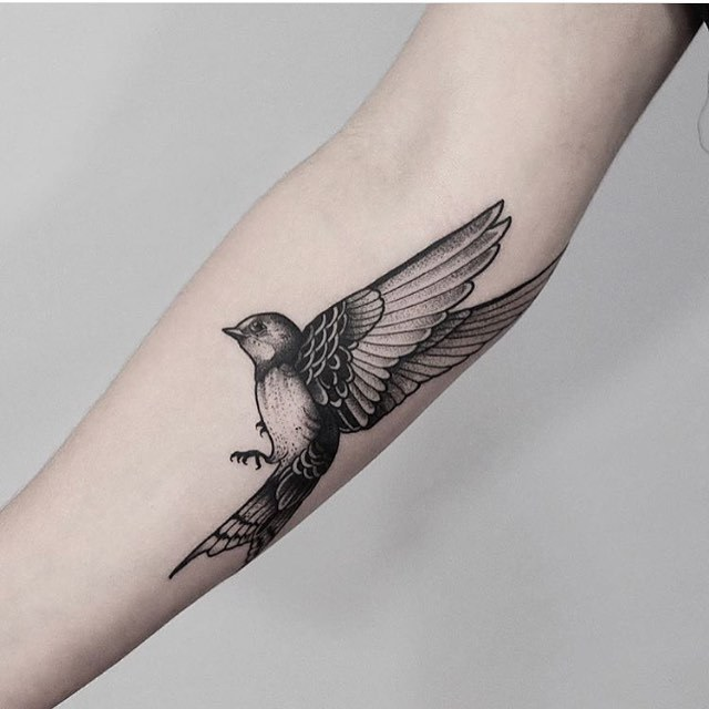 Blackwork Bird Tattoo By Jonas Ribeiro Tattoogridnet