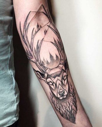 Deer tattoo on the forearm by Sasha Tattooing