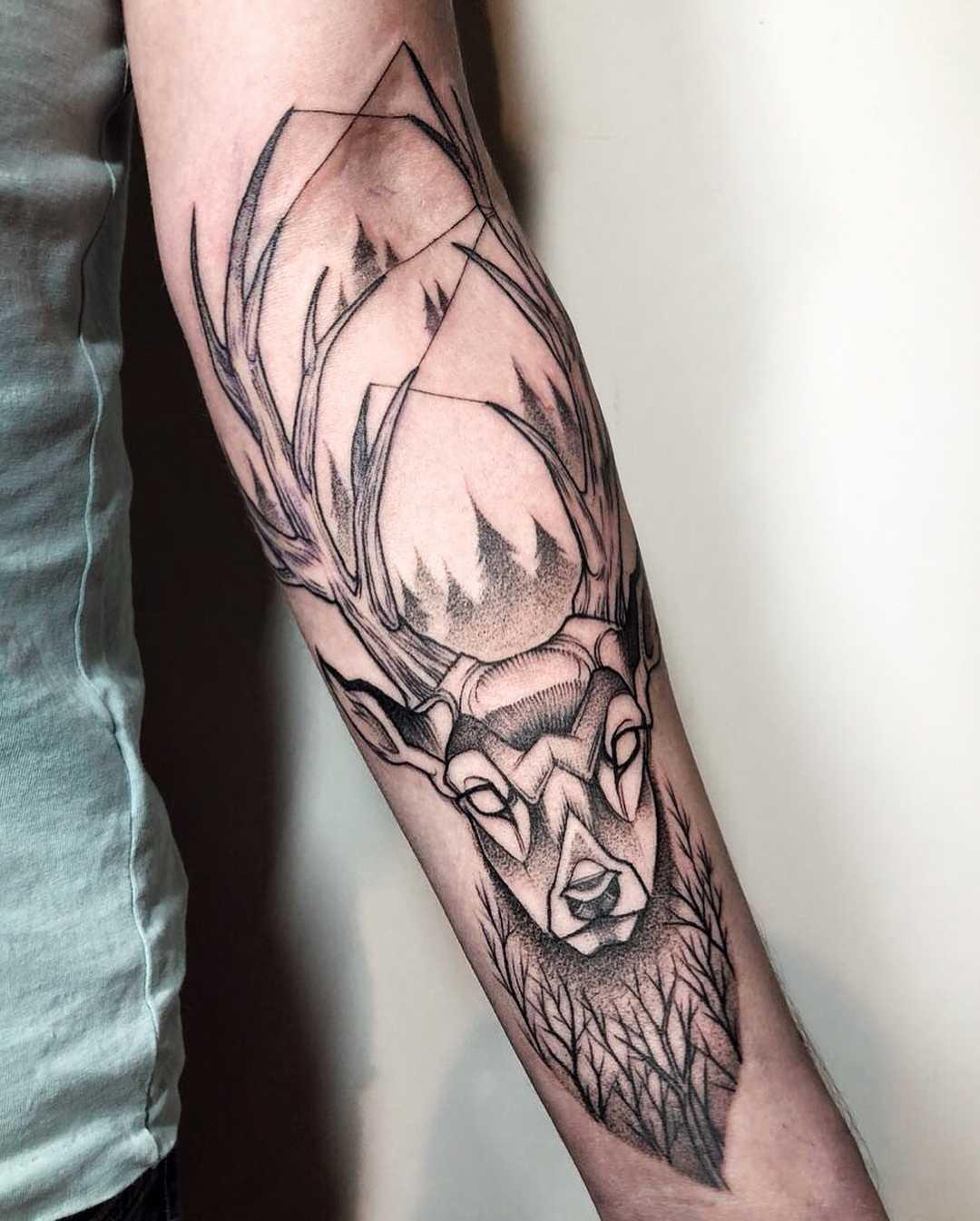 Deer tattoo on the forearm by Sasha Tattooing