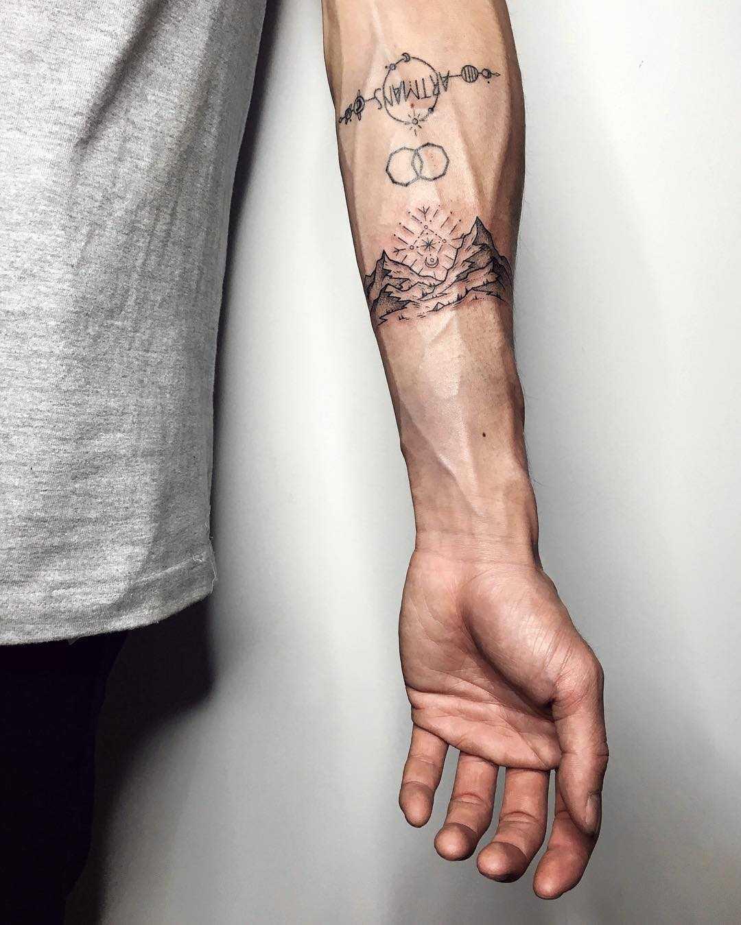 Minimalist mountains tattoo by Sasha Tattooing