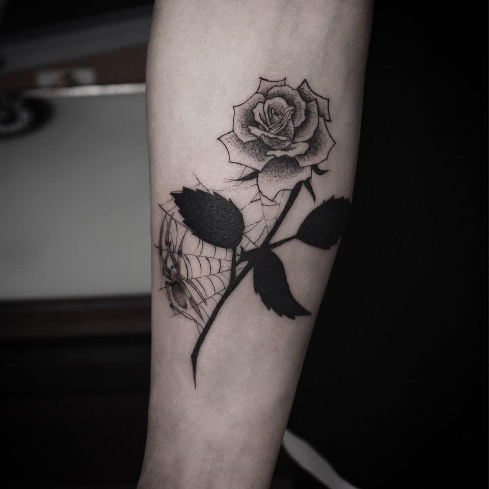 Rose and spider tattoo by Chino Tattooer