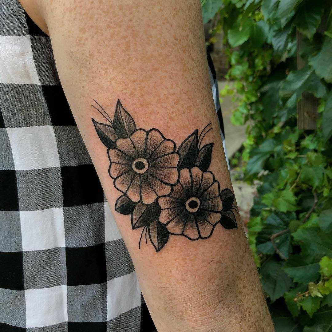 Shading flowers tattoo