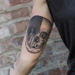 Skull and crow tattoo by Valentin Hirsch