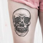 Skull tattoo on the thigh by Dogma Noir