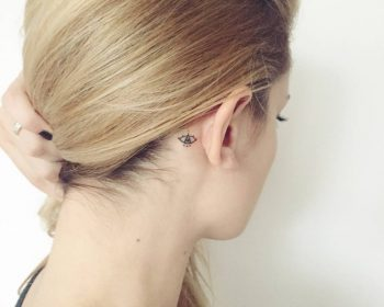 Small eye tattoo behind the right ear