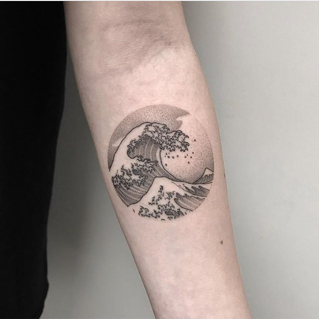 The great wave of Hokusai tattoo on the arm